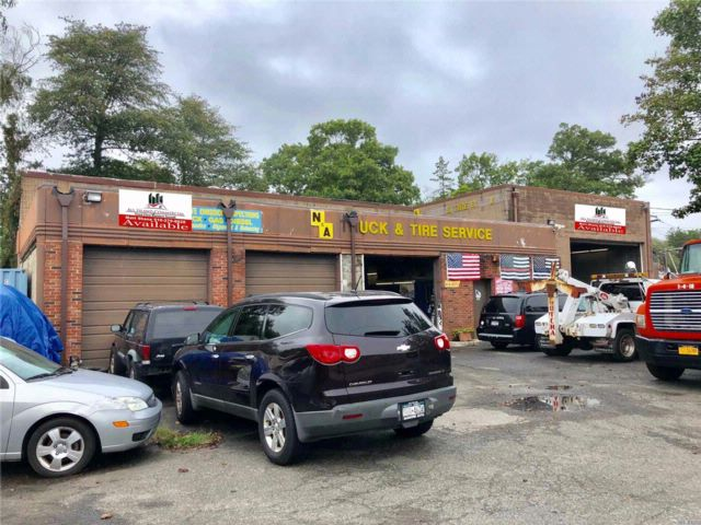 Commercial Property in West Babylon